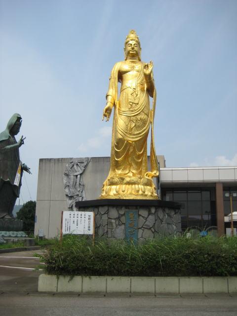 黄金の銅像
